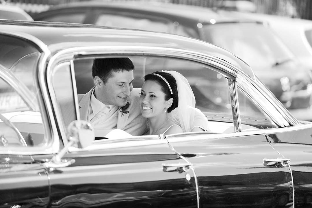 06_01-Groom-Bride-in-the-car_before