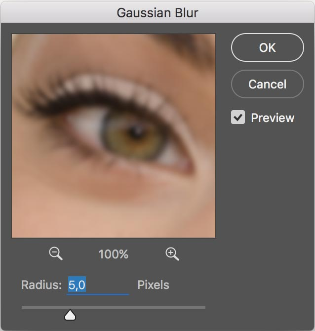 Photoshop gaussian blur window at radius 5
