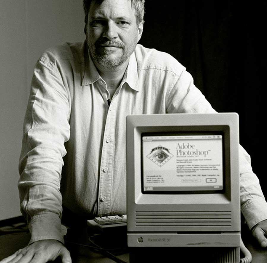 Thomas Knoll with a Macintosh displaying Photoshop 1